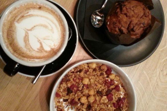 petit dejeuner chez slake coffee shop
