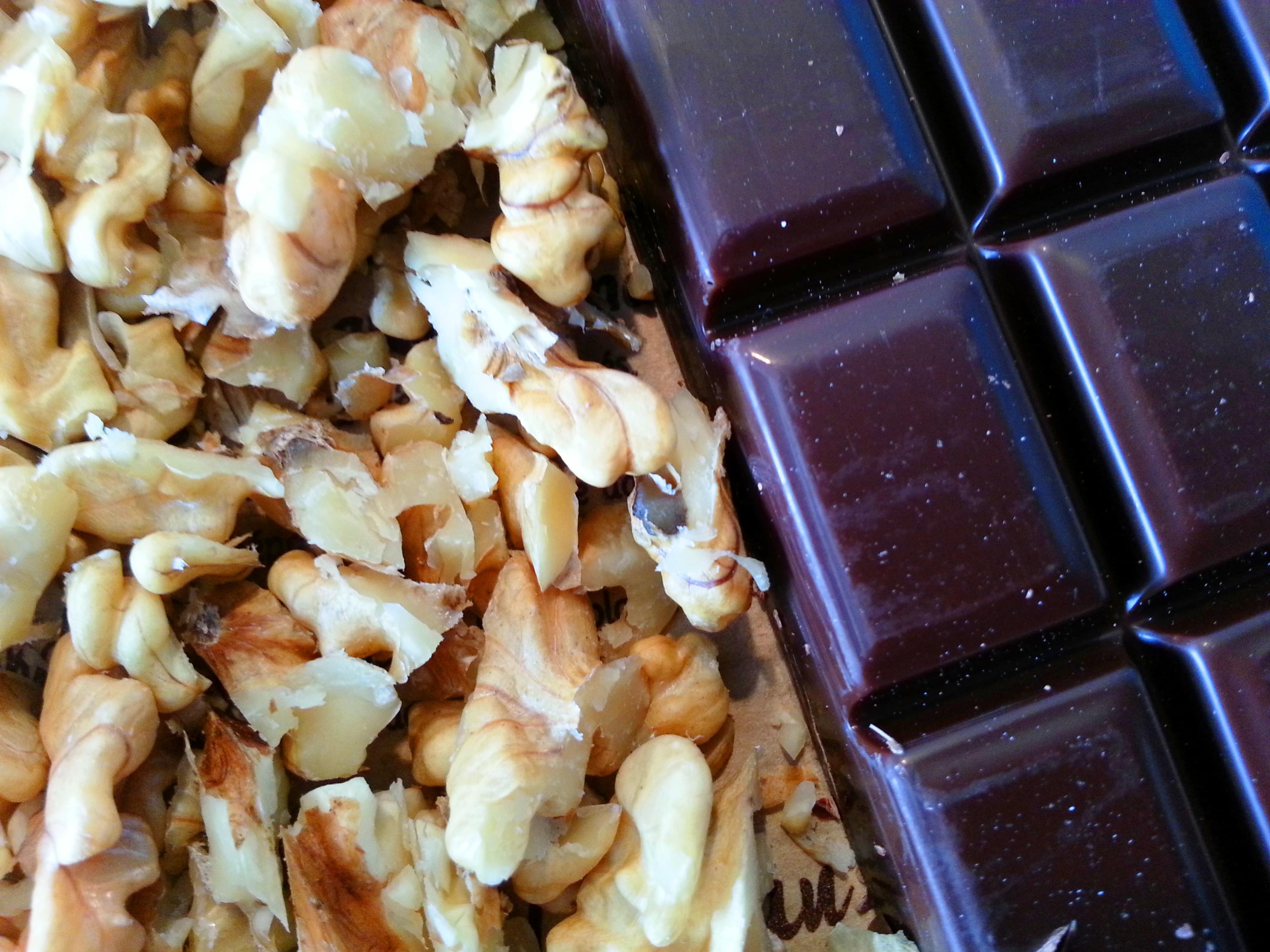 cerneaux de noix carres de chocolat noir pour cookies maison