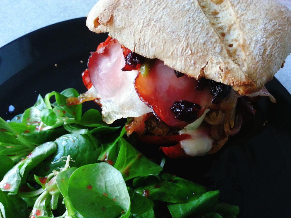 burger basque maison avec salade