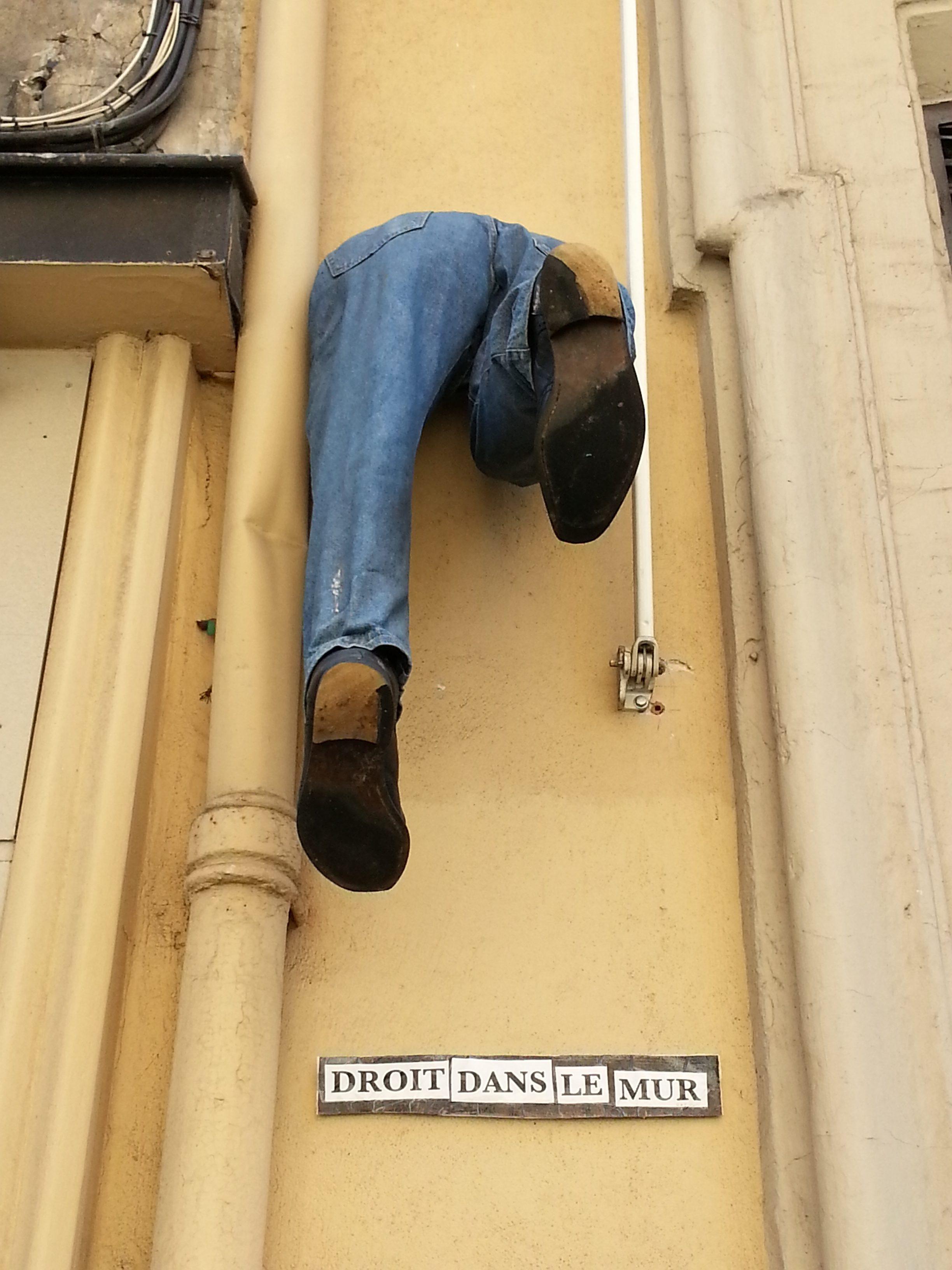 street art lyon place croix paquet droit dans le mur