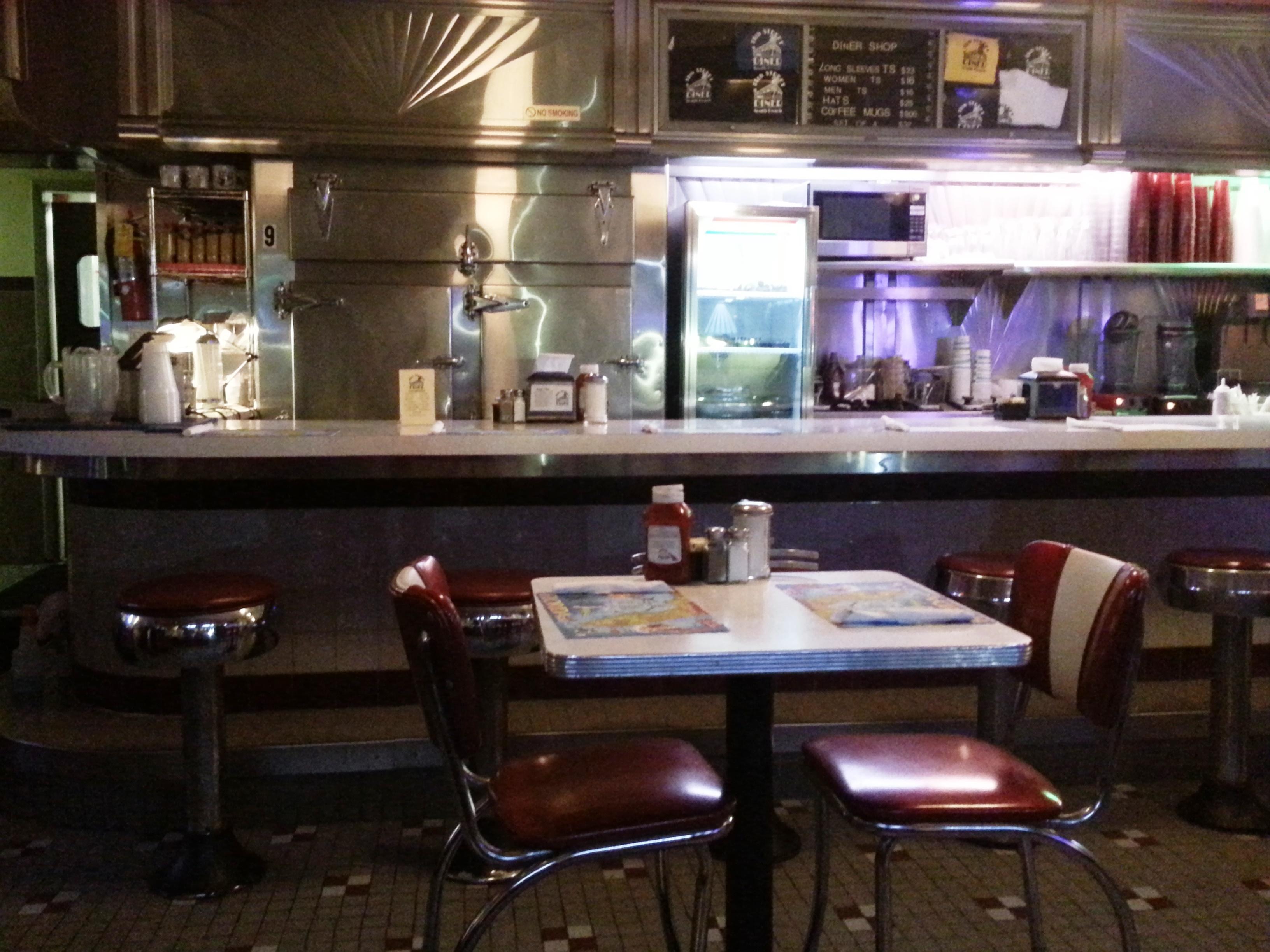 deco diner americain memphis coffee dco amricaine sympa bonne bouffe surtout le dessert des. Black Bedroom Furniture Sets. Home Design Ideas
