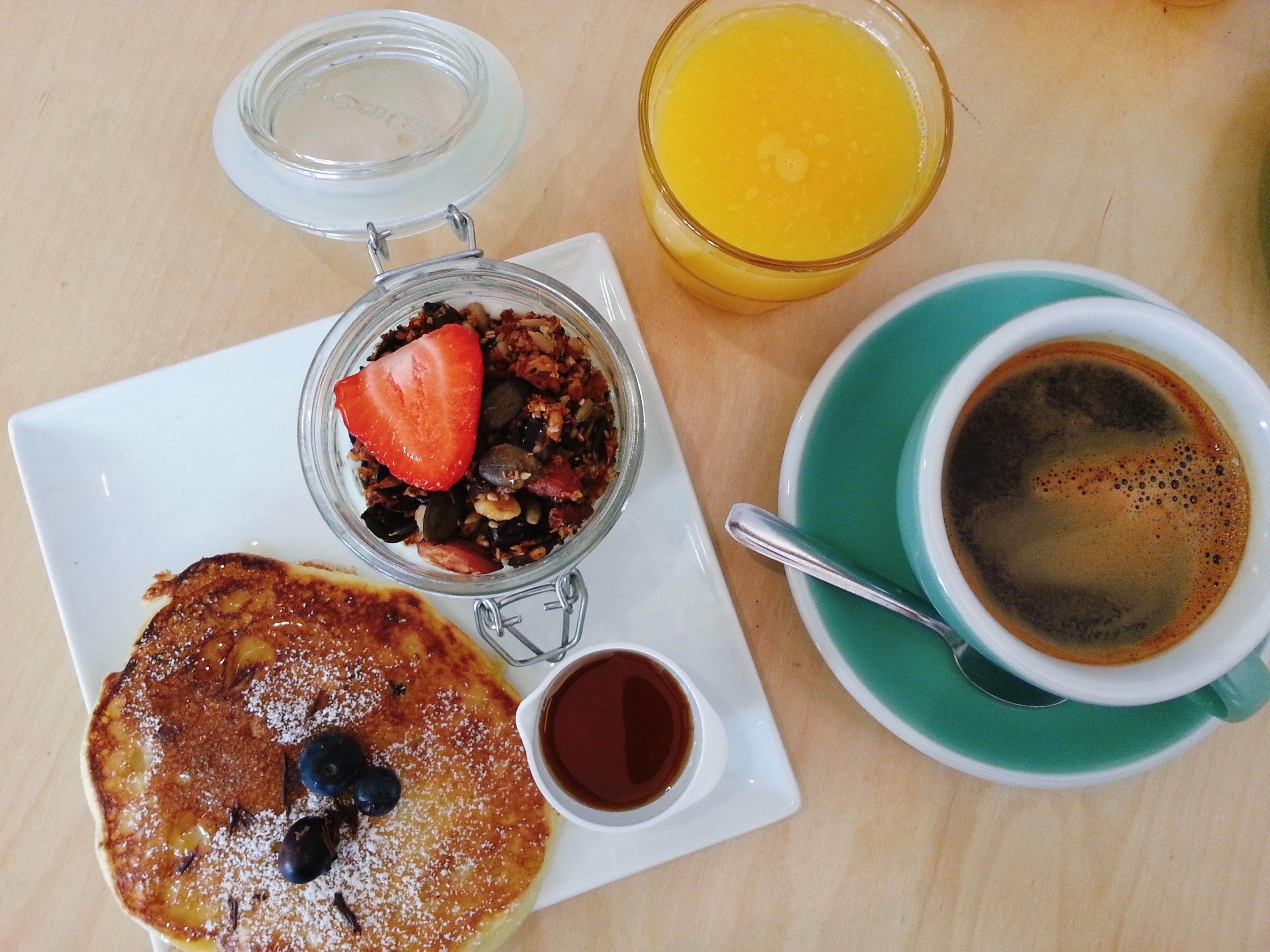 le tigre coffee shop lyon petit déjeuner granola pancakes jus d'orange café belleville