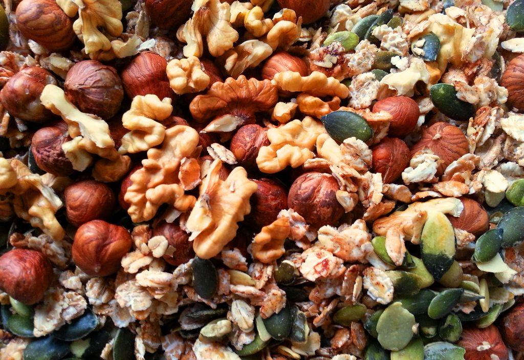 recette de granola noix, noisettes, avoine, graines de courges