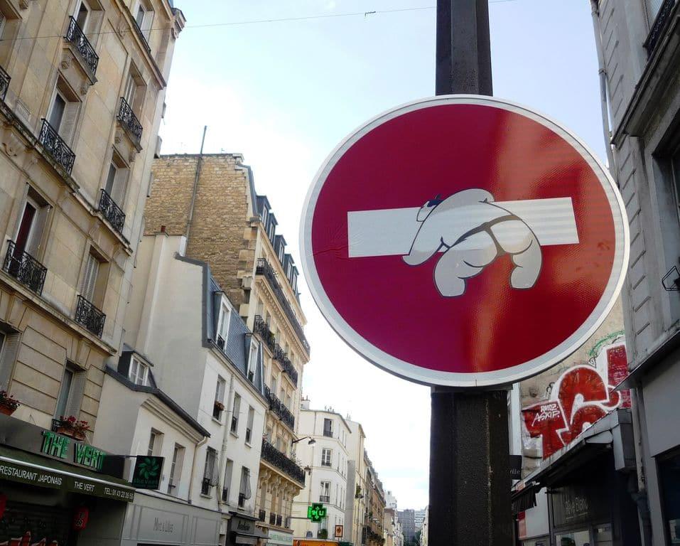clet-street-art-paris-panneau