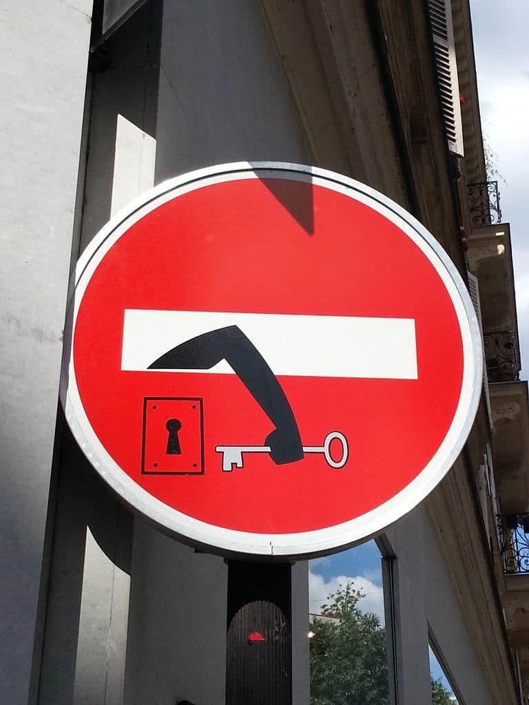 clet-panneau-interdit-street-art