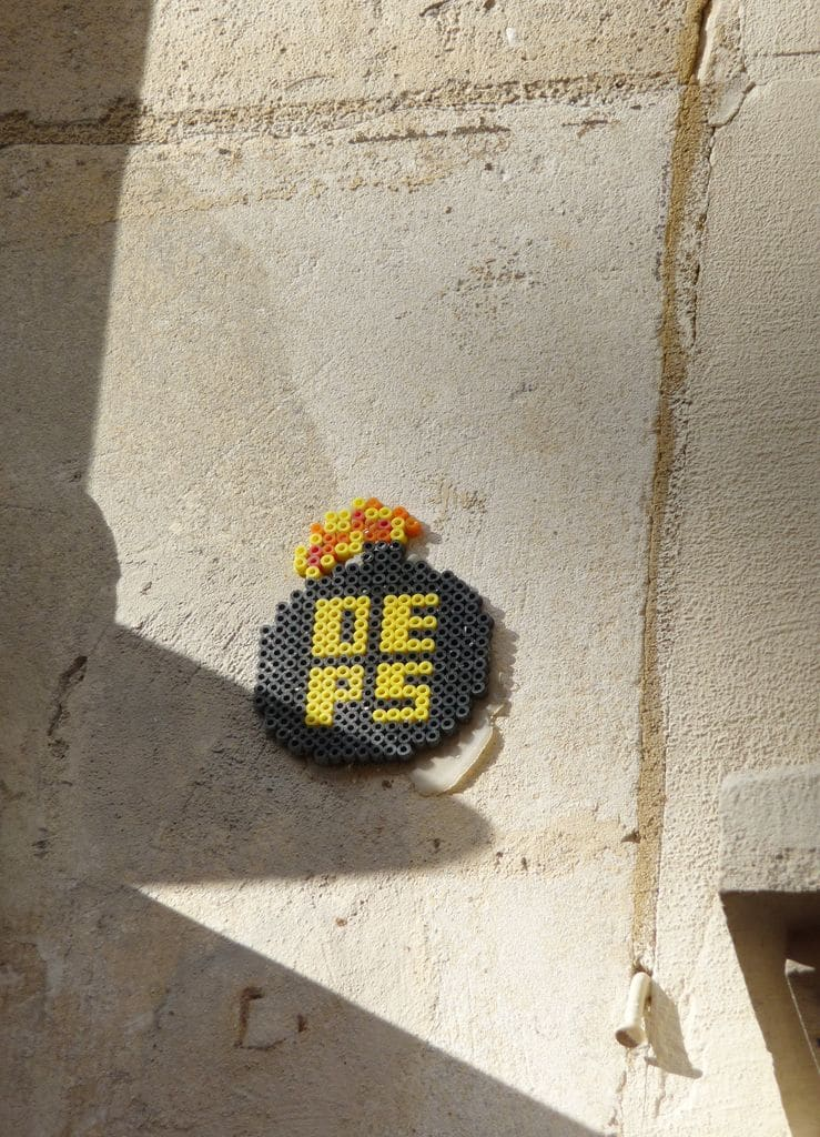 oeps-crew-perles-hama-street-art-paris