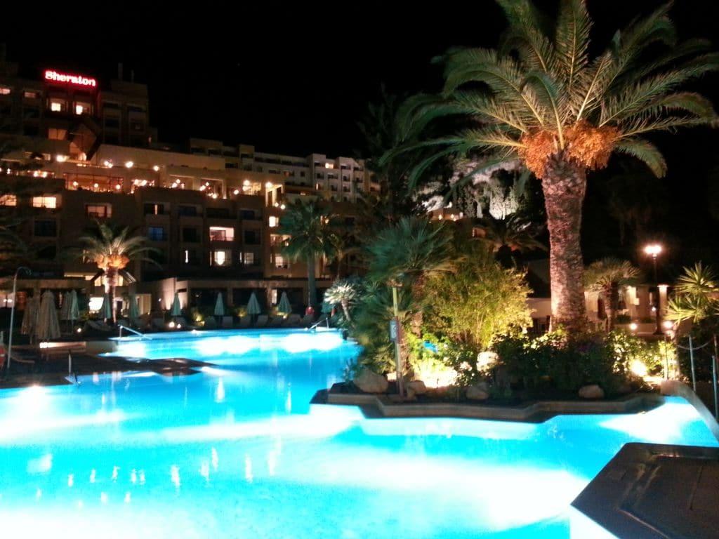 sheraton-hotel-rhodes-piscine-de-nuit