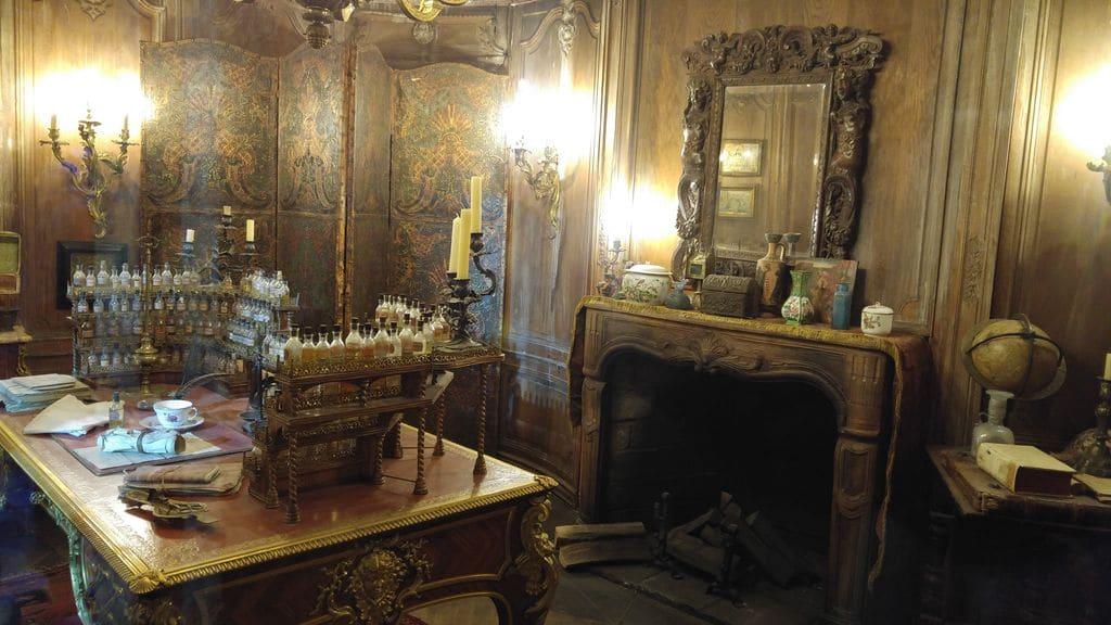 musee-du-cinema-et-de-la-miniature-lyon-parfum