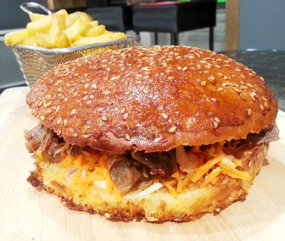 street art burger lyon canard poire