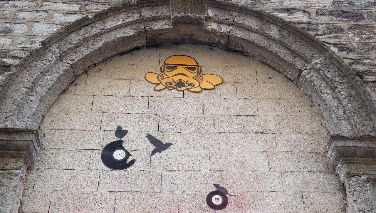 montée du perron gzup kesa street art