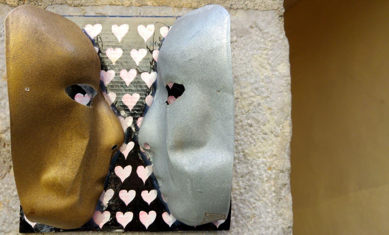 prolo masque street art lyon passage mermet