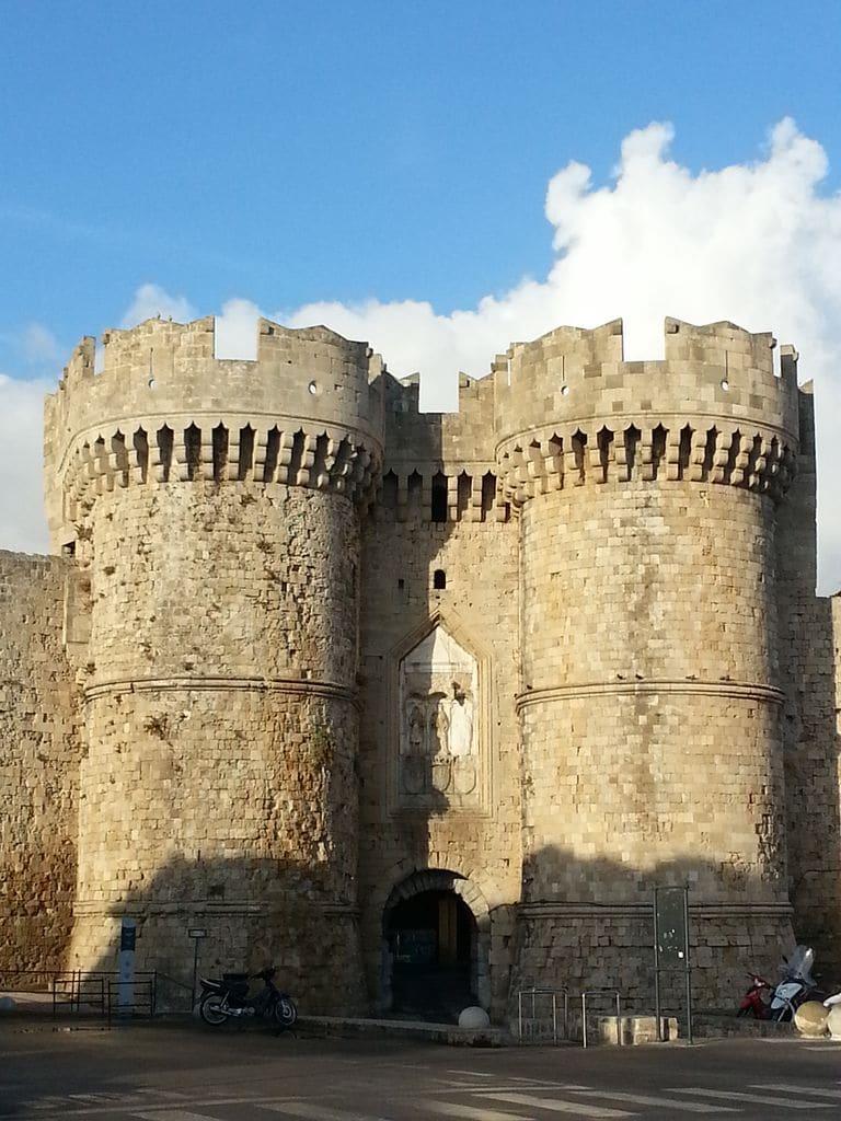 rhodes porte entree vieille ville medievale