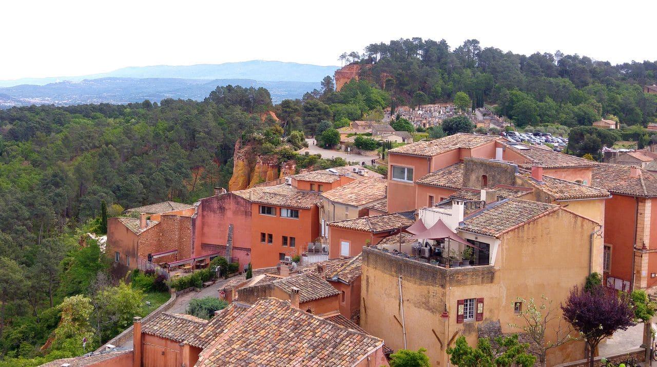 happycurio l'un des plus beaux villages français roussillon