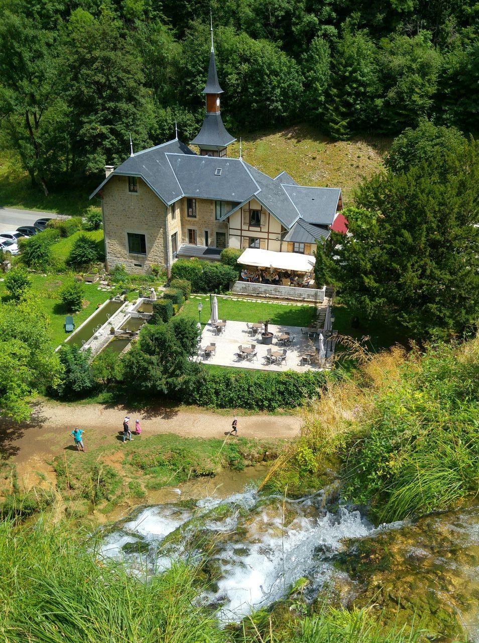 happycurio baume les messieurs tourisme vert jura cascade lac