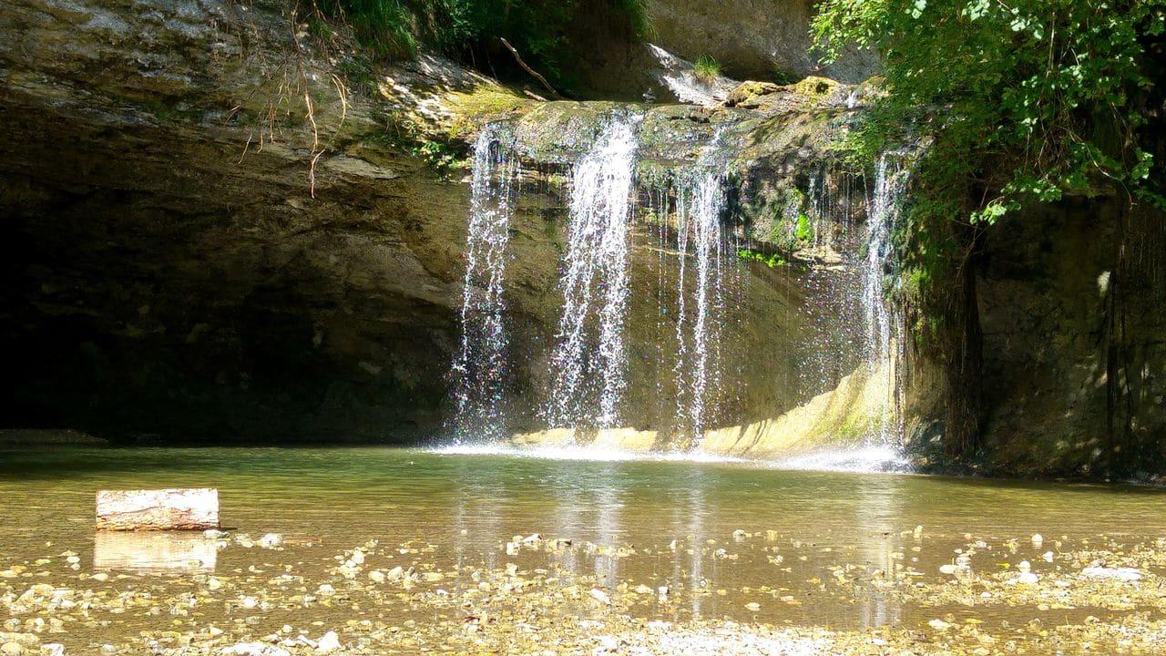 happycurio cascades du herisson tourisme jura camping