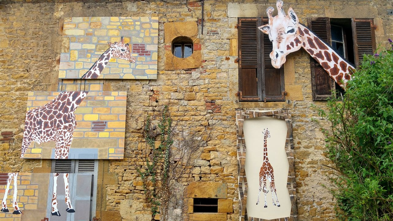 happycurio mosko street art girafe MAUSA jura