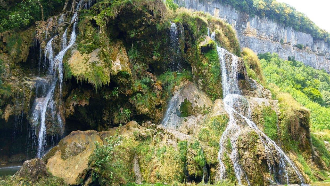 happycurio tourisme jura balade cascade