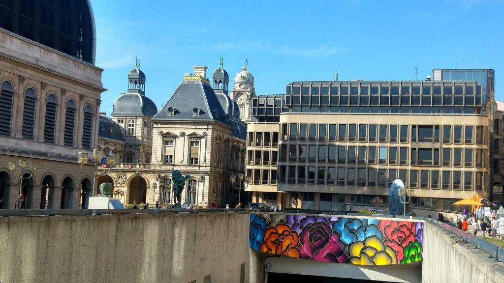 happycurio parking LPA hotel de ville opera lyon street art
