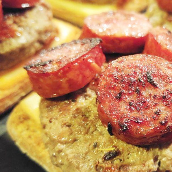 Quand la saucisse diot rencontre la raclette recette burger faitmaisonhellip