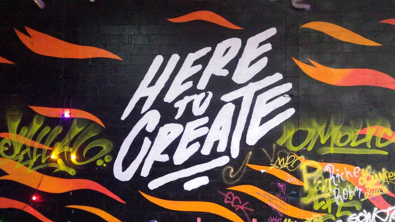 happycurio aerosol street art paris 18 entrepot sncf