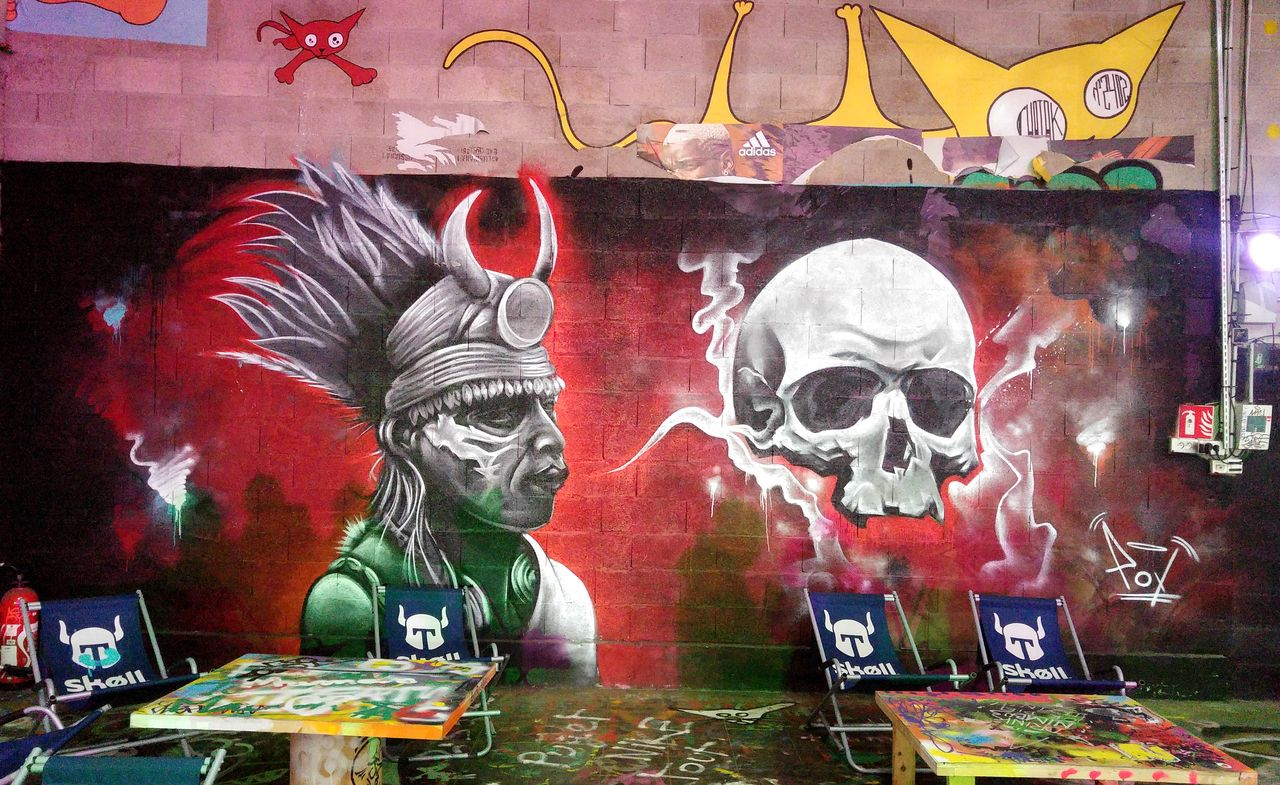 happycurio wall of fame sncf street art laerosol
