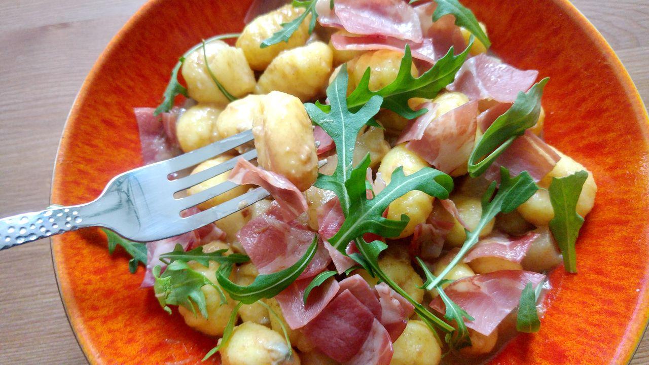 happycurio assiette italienne gnocchis frais gorgonzola coppa poire roquette vinaigre