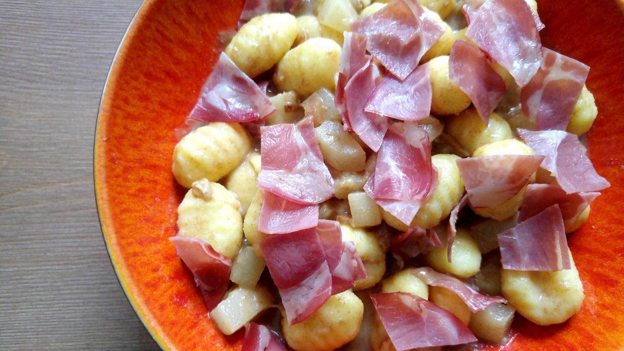 happycurio bol de gnocchis au vinaigre balsamique de modene passe crassane et fromage persillé