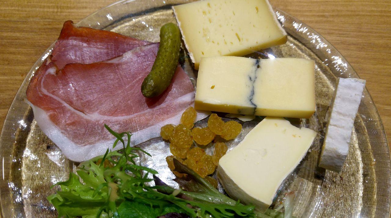 happycurio pog café brunch volonté charcuterie fromages tartes brioches desserts qualité