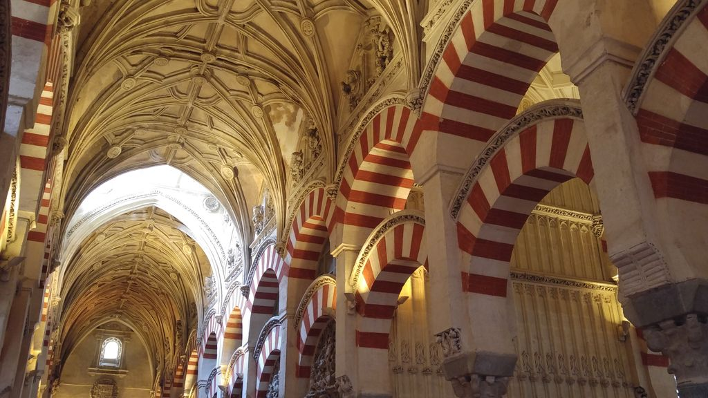 arches cordoue mosquee cathedrale cordoue espagne