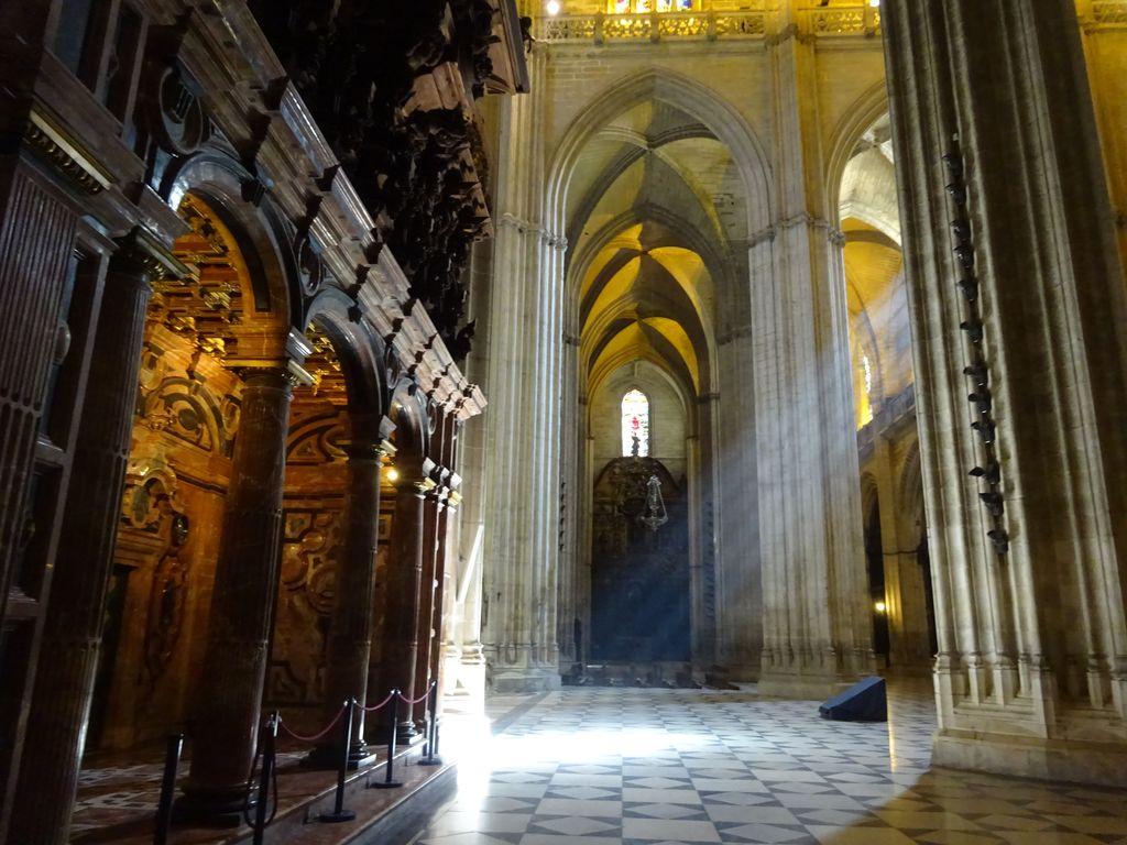 happycurio interieur cathedrale sevillanne
