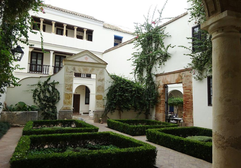 happycurio jardin vieille ville cordoue