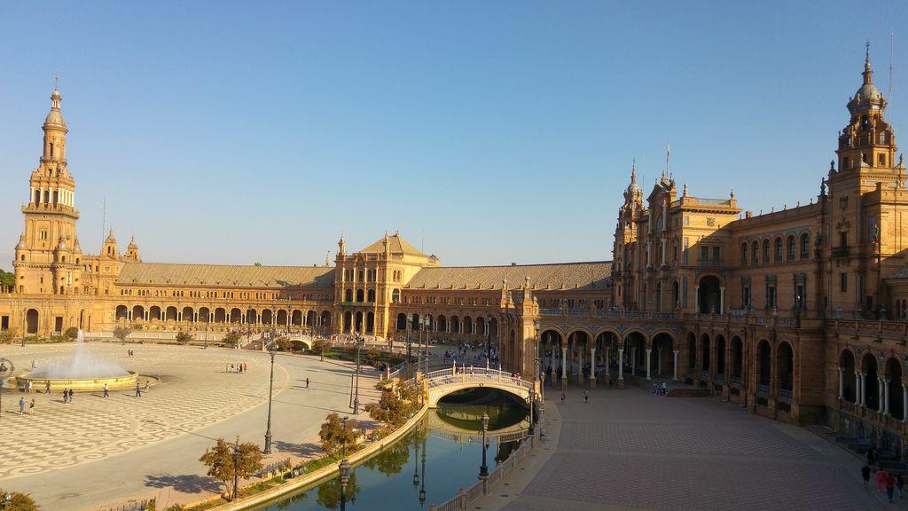happycurio que faire a seville plaza de espana