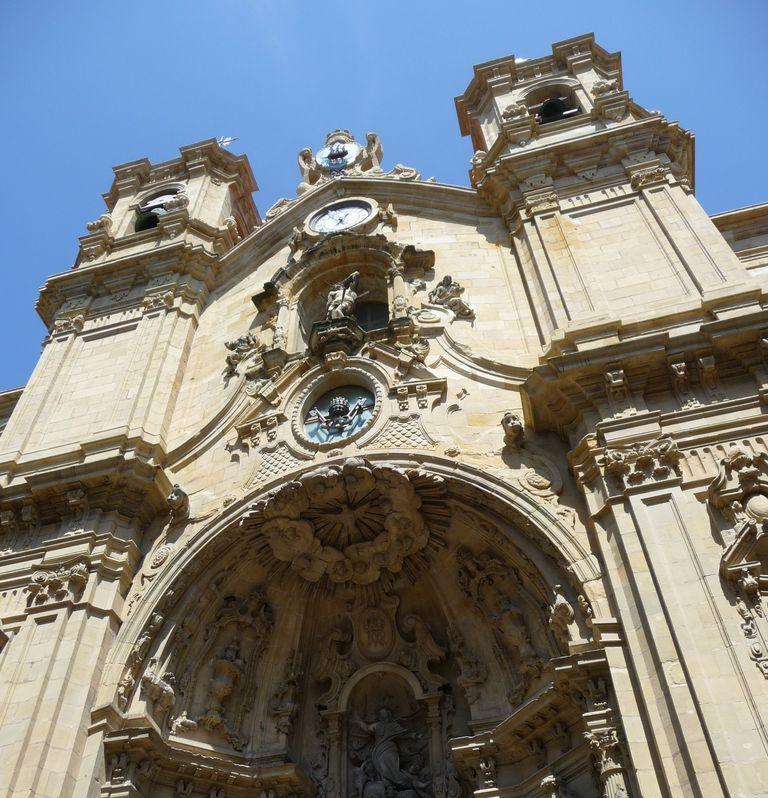 happycurio donostian basilique vieille ville