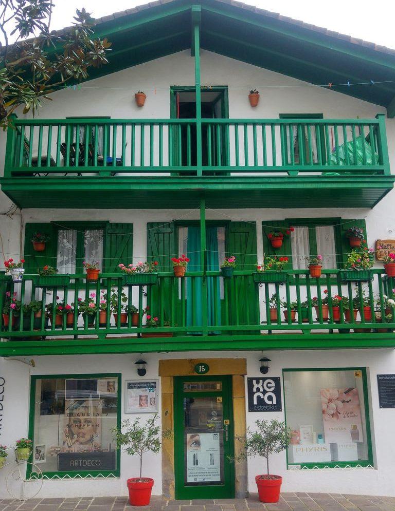 happycurio maison basque fontarrabie centre ville marina