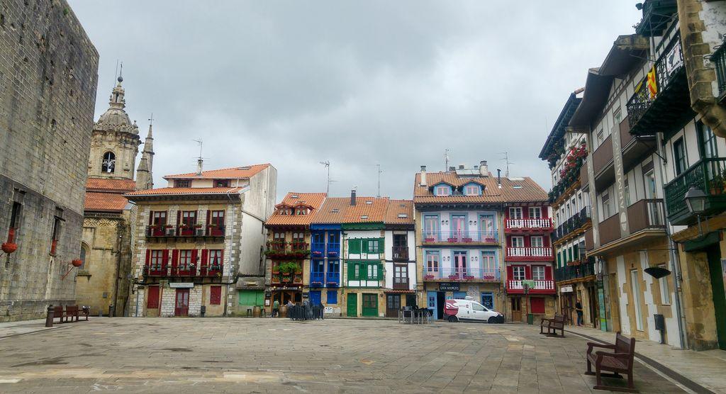 happycurio plaza de armas hondarribia