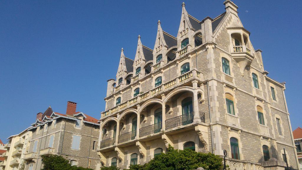 happycurio biarritz chateau