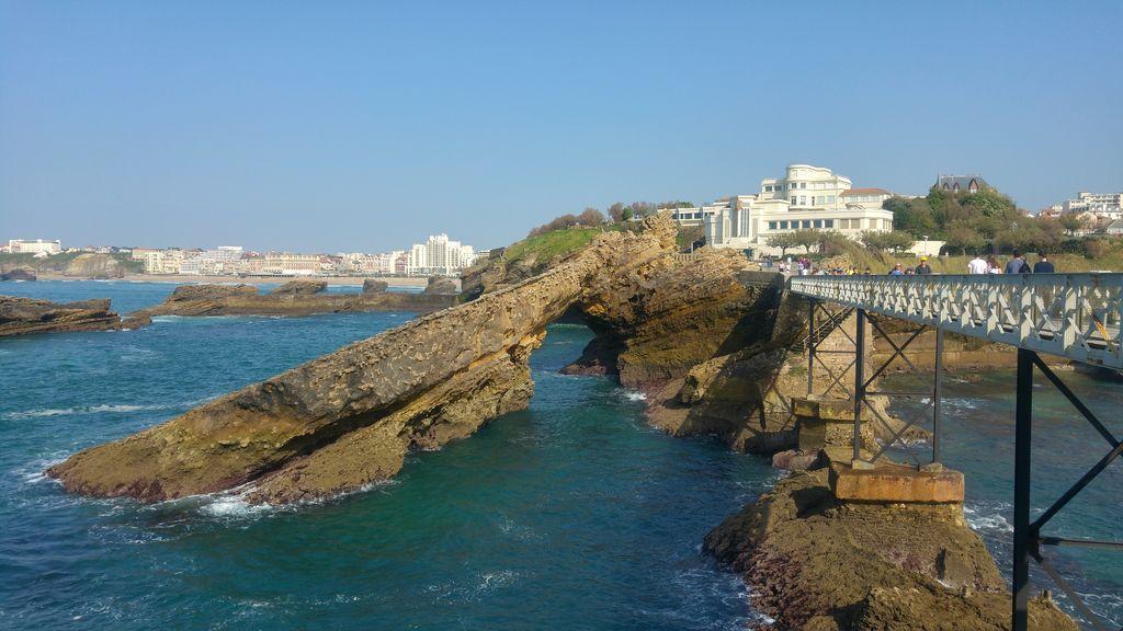happycurio biarritz passerelle eiffel rocher vierge aquarium