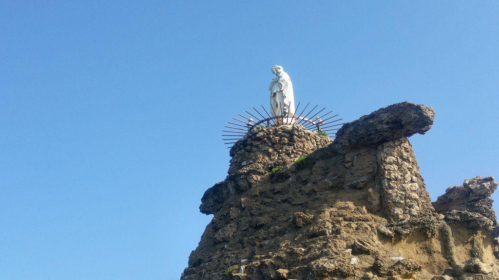 happycurio biarritz rocher vierge