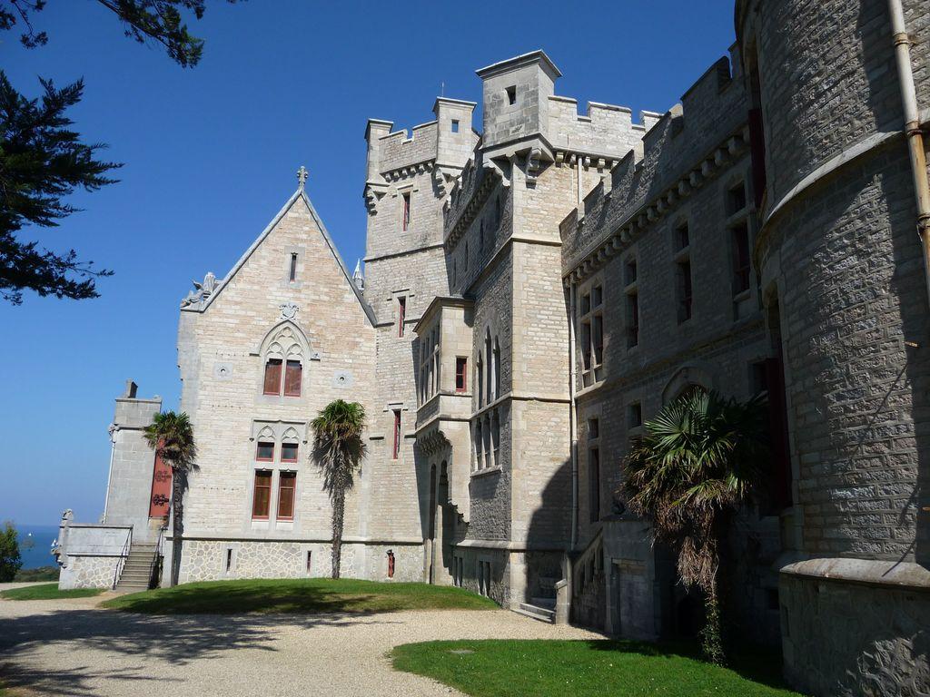 happycurio chateau Abbadia hendaye