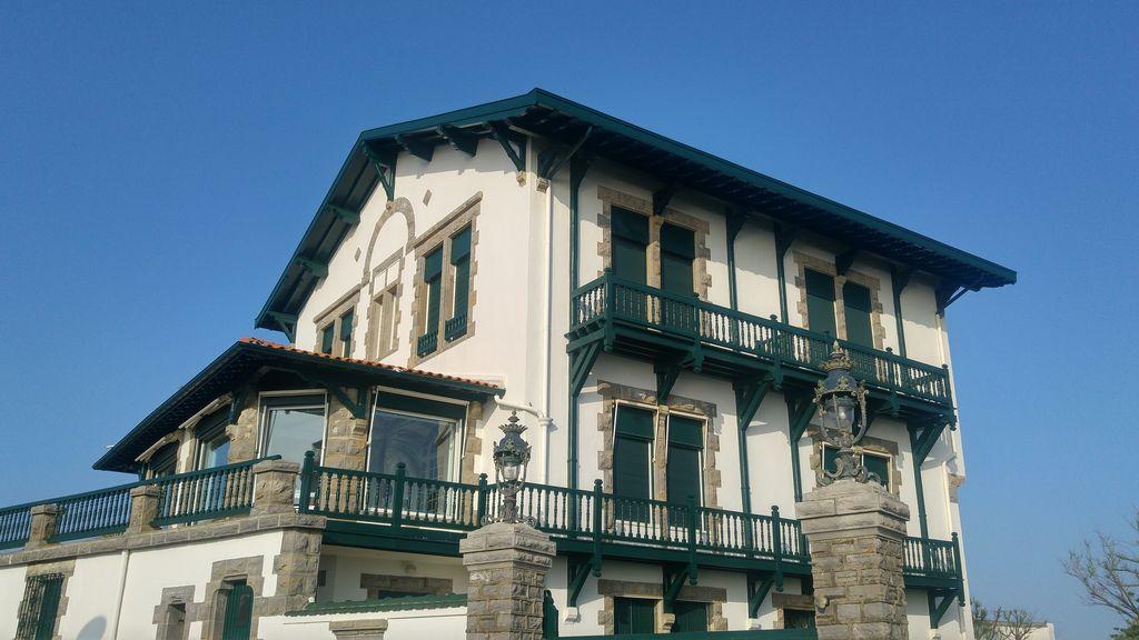 happycurio maison basque biarritz anglet
