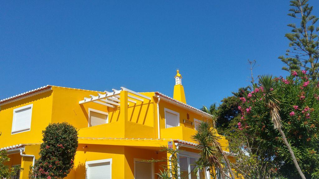 happycurio maison couleurs lagos portugal