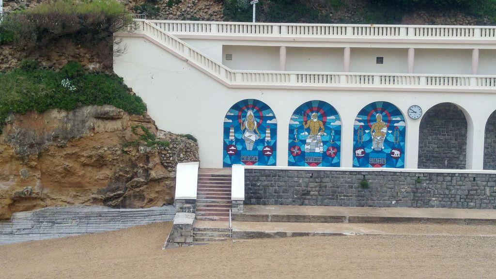 happycurio plage vieux port biarritz pays basque