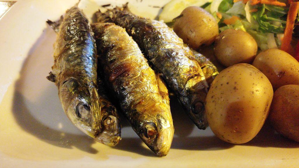 happycurio praia da rocha vinos e comidas sardines grillees