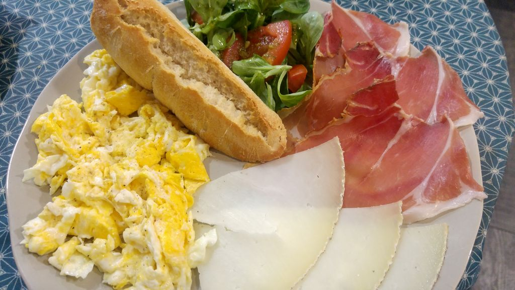 happycurio st jean de luz petit dejeuner basque akeita