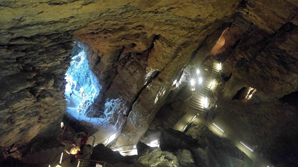 happycurio belvedere grottes de la balme que faire a lyon