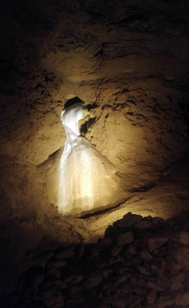 happycurio grottes de la balme robe de la mariée
