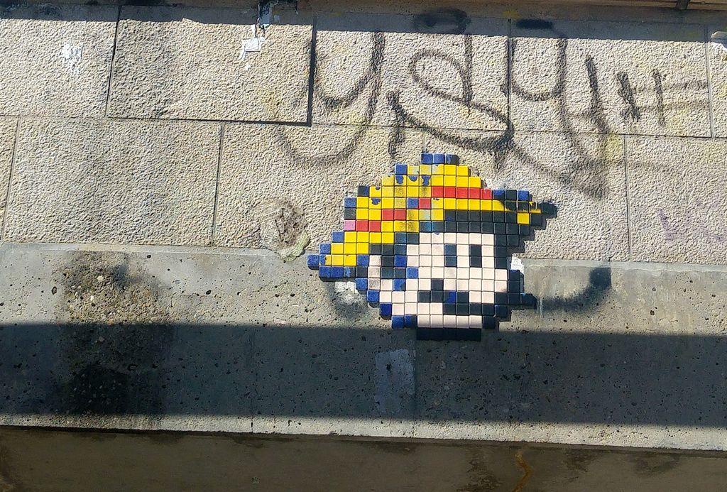 happycurio mario in the woop street art croix rousse