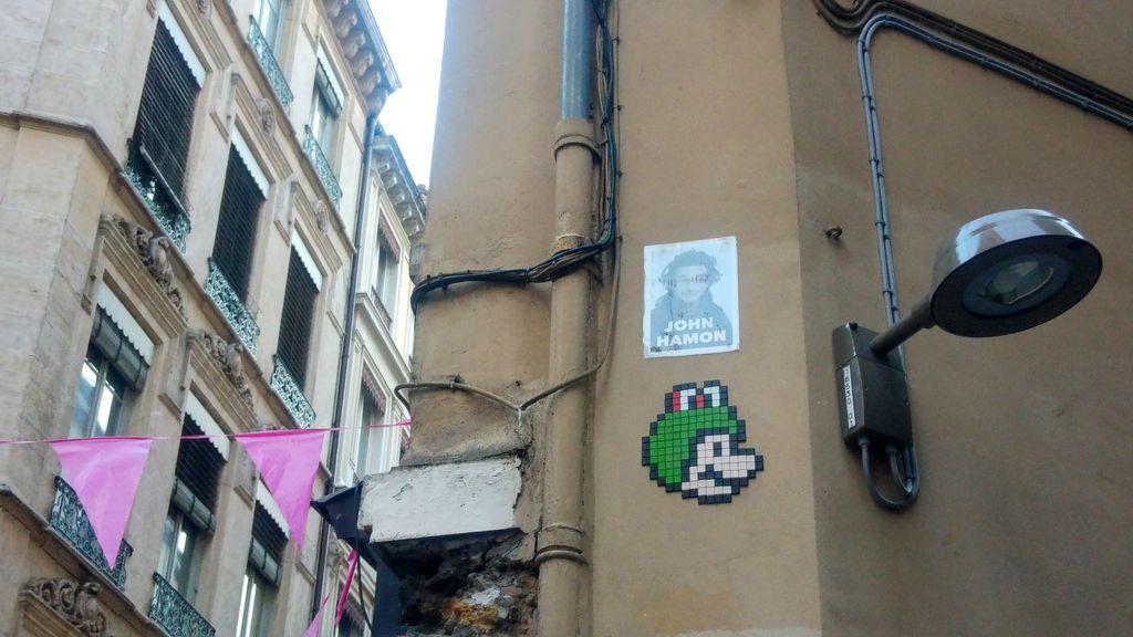 happycurio mario street art in the woop lyon