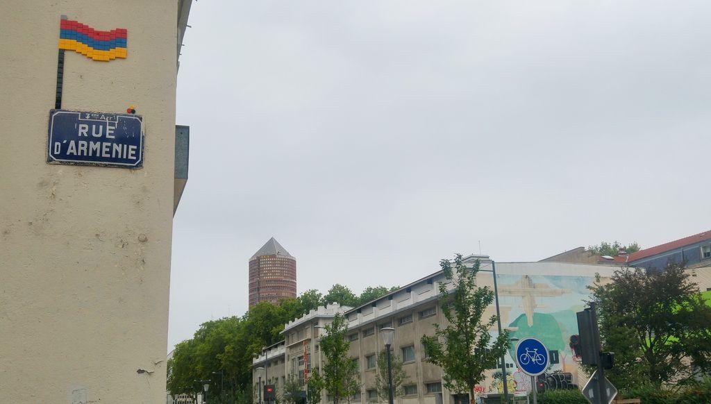 happycurio rue d'arménie mifamosa part dieu drapeau street art