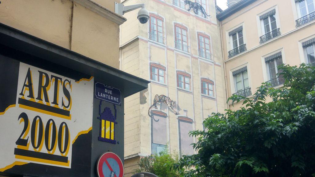 happycurio rue lanterne lyon mifamosa pixel art